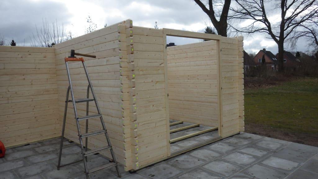 Aufbau eines Gartenhauses oder Saunahauses
