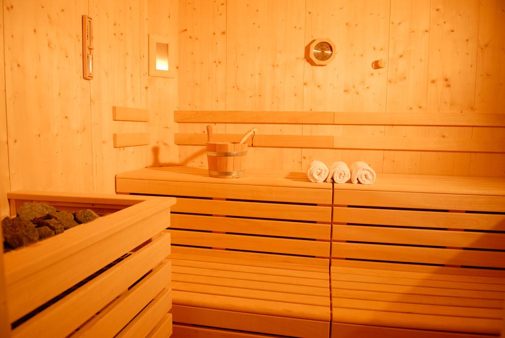 Sauna mit Holzofen im Garten erreichten